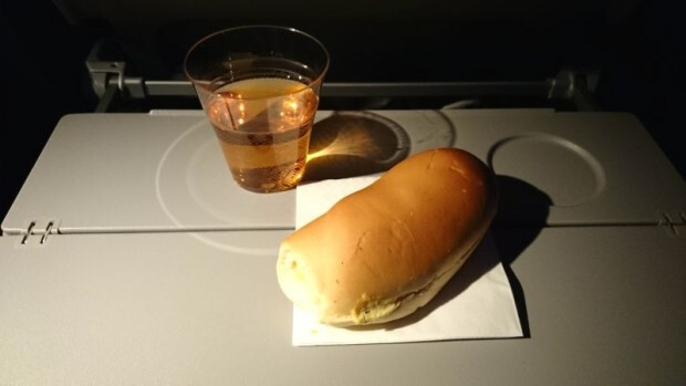 como-e-voar-qatar-airways-lanche